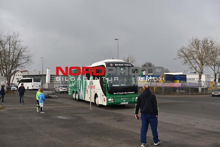 17.02.2017, Sportgelaende TSG Mainz-Kastel, Mainz, GER, 1. FBL, Kurztrainingslager SV Werder Bremen in Mainz/Wiesbaden, im Bild Ankunft des Busses<br /> <br /> Foto &copy; nordphoto / Fabisch