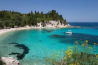 Greece, Ionian Islands, Paxos: Marmaria beach on east coast | Griechenland, Ionische Inseln, Paxos: Marmaria beach an der Ostkueste