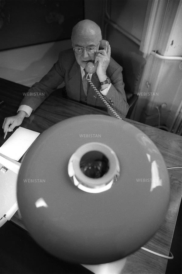 17/03/1989. France. Paris. Jacques Ruffie (1921-2004) au Collège de France. Spécialiste en génétique des populations, il fut professeur au collège de France. France. Paris. Jacques Ruffie (1921-2004) at Collège de France. Specialist in genetics and populations, he had been a professor at the College de France.