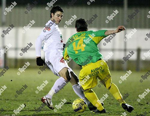 2010-02-20 / Voetbal / seizoen 2009-2010 / Sint-Lenaarts - Zwarte-Leeuw / Sven Schoenmaekers (L) met Joris Berghmans (14, St-Lenaarts)..Foto: mpics