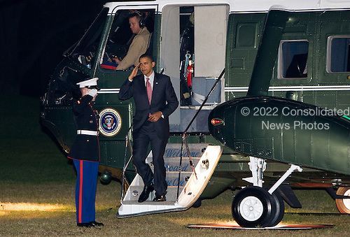 Washington, DC - October 21, 2009 -- United States President Barack Obama arrives on the south lawn of the White House upon his return from a trip to New Jersey to campaign for Governor Jon Corzine. .Credit: Kristoffer Tripplaar / Pool via CNP