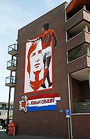 Nederland  Amsterdam  2017. Muurschildering van Johan Cruijff in Watergraafsmeer, tegenover Betondorp. Betondorp is de buurt waar Johan Cruijff is opgegroeid.  Foto Berlinda van Dam / Hollandse Hoogte