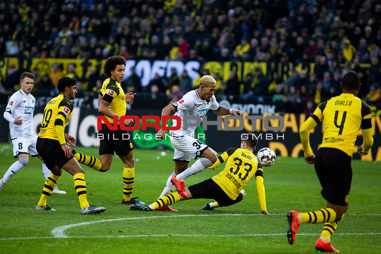 09.02.2019, Signal Iduna Park, Dortmund, GER, 1.FBL, Borussia Dortmund vs TSG 1899 Hoffenheim, DFL REGULATIONS PROHIBIT ANY USE OF PHOTOGRAPHS AS IMAGE SEQUENCES AND/OR QUASI-VIDEO<br /> <br /> im Bild | picture shows:<br /> Joelinton (Hoffenheim #34) setzt sich gegen Axel Witsel (Borussia Dortmund #28) und Julian Weigl (Borussia Dortmund #33) durch,  <br /> <br /> Foto © nordphoto / Rauch