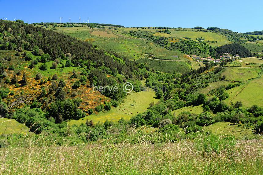 France, Ardèche (07), parc naturel régional des Monts d'Ardèche, Cros-de-Géorand, village et vallée du Tauron // France, Ardeche, parc naturel regional des Monts d'Ardeche (Regional natural reserve of the Mounts of Ardeche), Cros de Georand, village