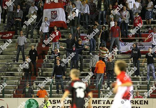 2009-08-29 / Voetbal / seizoen 2009-2010 / Antwerp FC - FC Brussels / De Antwerp aanhang liet van zich horen. Scheidsrechter Simon was de kop van jut..Foto: Maarten Straetemans (SMB)
