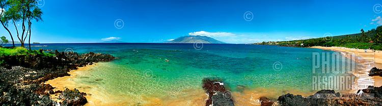 Famous diving spot, Turtle Town, at Malu'aka beach at the Makena Resort, Maui, Hawaii.