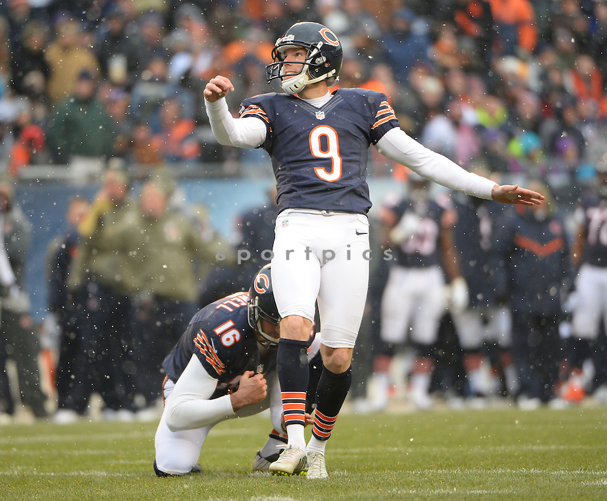 Chicago Bears Robbie Gould (9) during a game against the Minnesota Vikings on November 16, 2014 at Soldier Field in Chicago, IL. The Bears beat the Vikings 21-13.