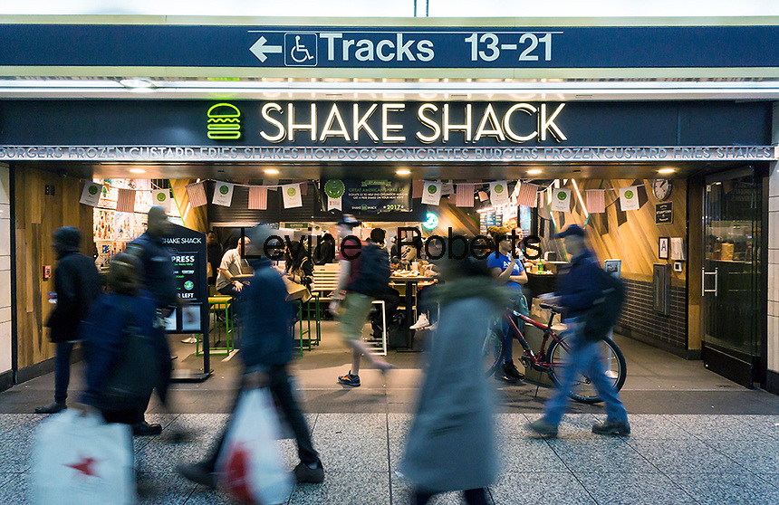 A Shake Shack restaurant in Penn Station in New York on Thursday, May 4, 2017. Shake Shack is scheduled to report first-quarter figures after the bell today. (© Richard B. Levine)