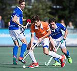 UTRECHT - Florian Fuchs (Bldaal) met Sjoerd de Wert (Kampong)    tijdens de hockey hoofdklasse competitiewedstrijd heren:  Kampong-Bloemendaal (3-3).    COPYRIGHT KOEN SUYK
