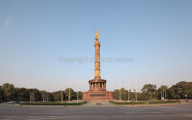 Siegessaule or Berlin Victory Column, designed by Heinrich Strack and inaugurated 1873 to celebrate the victories of the Prussian army in the Danish-Prussian war, Austro-Prussian war and Franco-Prussian war, at the Grosser Stern, Grosser Tiergarten Park, Berlin, Germany. The monument takes the form of a column topped by a giant gilded bronze statue of Victoria by Friedrich Drake and a hall of red granite pillars below. Picture by Manuel Cohen