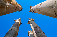 Jordanien, Gouvernement Dscharasch, Gerasa oder Jerasch: Saeulen der antiken roemischen Stadt | Jordan, Jerash Governorate, Jerash: Columns of ruined Roman city