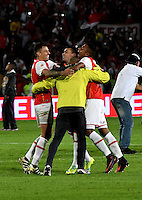 BOGOTA - COLOMBIA - 18-12-2016: The players of Independiente Santa Fe, celebrate the win over to Deportes Tolima, during a match for the second leg between Independiente Santa Fe and Deportes Tolima, for the final of the Liga Aguila II -2016 at the Nemesio Camacho El Campin Stadium in Bogota city, Photo: VizzorImage / Luis Ramirez / Staff.