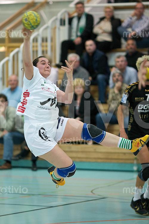 Handball Frauen 2.Bundesliga, FrischAuf Goeppingen - HSG Bensheim-Auerbach, Inga Frey (FAG) im Sprungwurf, zieht ab