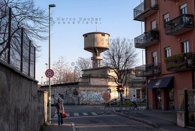 Sesto San Giovanni (Milano), ex area industriale delle acciaierie Falck. Torre dell'acqua --- Sesto San Giovanni (Milano), former industrial site of Falck steelworks. Water tower