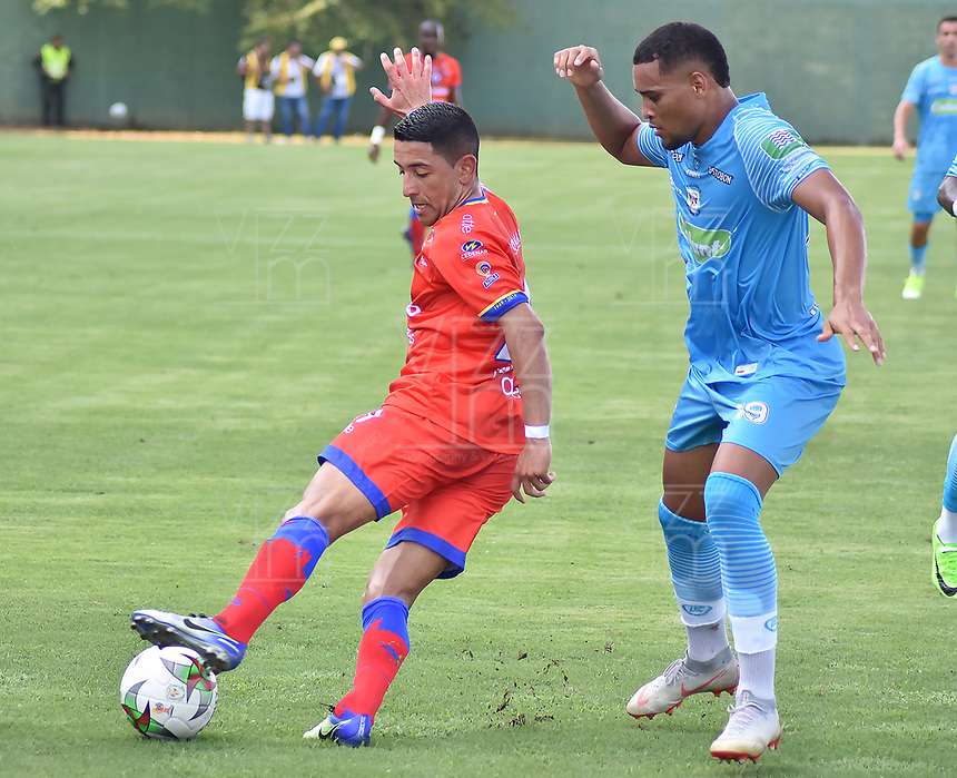 MONTERIA - COLOMBIA, 11-08-2019: Fabian Mosquera de Jaguares disputa el balón con Franco Bolo de Pasto durante partido por la fecha 5 de la Liga Águila II 2019 entre Jaguares de Córdoba F.C. y Deportivo Pasto jugado en el estadio Jaraguay de la ciudad de Montería. / Fabian Mosquera of Jaguares struggles the ball with Franco Bolo of Pasto during match for the date 5 as part Aguila League II 2019 between Jaguares de Cordoba F.C. and Deportivo Pasto played at Jaraguay stadium in Monteria city. Photo: VizzorImage / Andres Rios / Cont