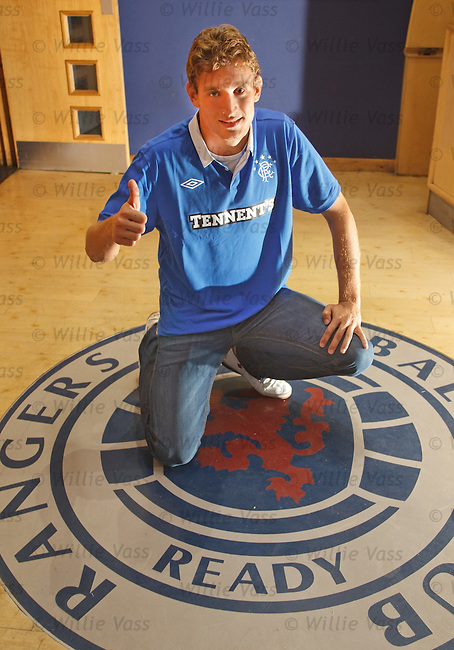 Nikica Jelavic signs a four yeal deal at Rangers