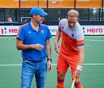 Den Bosch  - assistent Taco van den Honert met Billy Bakker (Ned)    voor   de Pro League hockeywedstrijd heren, Nederland-Belgie (4-3).    COPYRIGHT KOEN SUYK