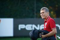 SAO PAULO, SP, 11 DE JULHO DE 2013. TREINO SPFC. o tecnico Paulo Autuori durante o treino do São Paulo Futebol Clube no Centro de Treinamento na Barra Funda, zona oeste da capital paulista. Este foi o primeiro treino com o comando de Paulo Autuori FOTO ADRIANA SPACA/BRAZIL PHOTO PRESS.