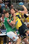 Rhein Neckar Loewe Harald Reinkind (Nr.27)  gegen G&ouml;ppingens Sebastian Heymann (Nr.10) beim Spiel in der Handball Bundesliga, Rhein Neckar Loewen - FRISCH AUF! Goeppingen.<br /> <br /> Foto &copy; PIX-Sportfotos *** Foto ist honorarpflichtig! *** Auf Anfrage in hoeherer Qualitaet/Aufloesung. Belegexemplar erbeten. Veroeffentlichung ausschliesslich fuer journalistisch-publizistische Zwecke. For editorial use only.
