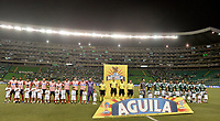 PALMIRA - COLOMBIA, 17-04-2019: Jugadores del junior y Cali durante los actos protocolarios previo al partido por la fecha 16 de la Liga Águila I 2019 entre Deportivo Cali y Atlético Junior jugado en el estadio Deportivo Cali de la ciudad de Palmira. / Players of Junior and Cali during the formal events prior the match for the date 16 between Deportivo Cali and Atletico Junior of the Aguila League I 2019 played at Deportivo Cali stadium in Palmira city .  Photo: VizzorImage / Gabriel Aponte / Staff