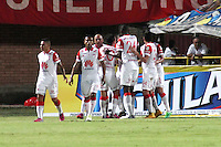 CUCUTA - COLOMBIA -07 -02-2015: Los jugadores de Independiente Santa Fe celebran el gol anotado a Cucuta Deportivo durante partido entre Cucuta Deportivo e Independiente Santa Fe por la fecha 2 de la Liga Aguila I-2015, jugado en el estadio General Santander de la ciudad de Cucuta.  / The players of Independiente Santa Fe celebrate a scored goal to Cucuta Deportivo during a match between Cucuta Deportivo and Independiente Santa Fe for the date 2 of the Liga Aguila I-2015 at General Santander Stadium in Cucuta city, Photo: VizzorImage / Manuel Hernandez / Str.