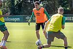 24.06.2020, wohninvest Weserstadion Trainingsplatz, Bremen, GER, 1. FBL, Training SV Werder Bremen, <br /><br />im Bild<br />Luca Plogmann (Werder Bremen #40) am Ball.<br /><br />Foto © nordphoto / Paetzel