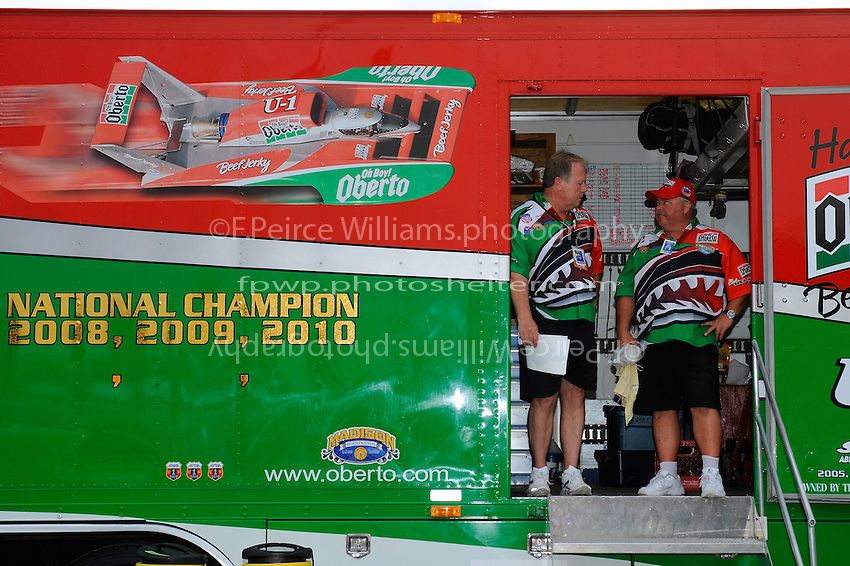"""Charlie Grooms (L) and Mike Hanson, U-1 """"Oh Boy! Oberto"""""""