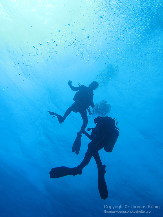 Gun Shui Bi, Green Island -- Divers ascending from a hammerhead dive.