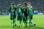 13.01.2018, Weser Stadion, Bremen, GER, 1.FBL, Werder Bremen vs TSG 1899 Hoffenheim, im Bild<br /> <br /> 1 zu 1 Theodor Gebre Selassie (Werder Bremen #23) jubel mit Zlatko Junuzovic (Werder Bremen #16) re Max Kruse (Werder Bremen #10) Jerome Gondorf (Werder Bremen #8) Philipp Bargfrede (Werder Bremen #44) Florian Kainz (Werder Bremen #7)<br /> <br /> Foto &copy; nordphoto / Kokenge