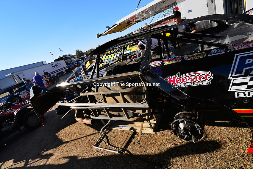 Feb 17, 2014; 4:36:36 PM;  Barberville, FL, USA;  World of Outlaws Late Model Series for 43rd Annual DIRTcar Nationals presented by Summit Racing Equipment at Volusia Speedway Park.  Mandatory Credit: (thesportswire.net)