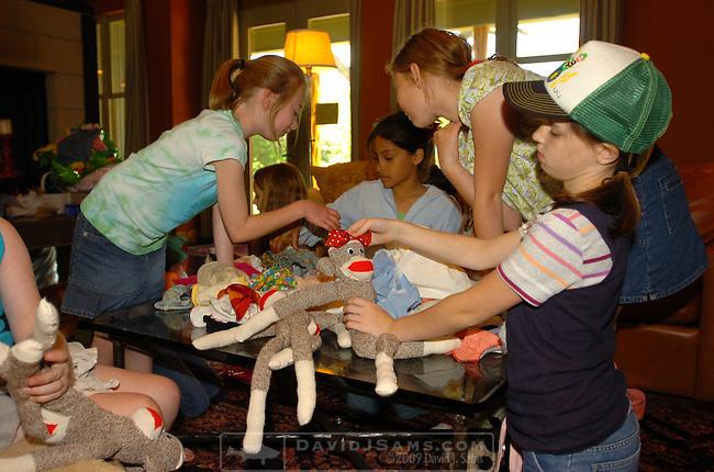 SAMS GIRLS 05.MIMI's tenth birthday party. Sock monkey party. Paul Frank, Julius monkey.