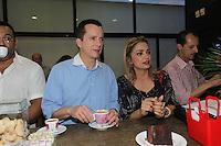 SAO PAULO,  04 DE AGOSTO DE 2012. CAMPANHA CELSO RUSSOMANO.  O candidato do PRB a prefeitura de Sao Paulo, Celso Russomanno, participa do lançamento do livro Cooperativa dos Vendedores Autônomos do Parque do Ibirapuera', de Mônica Dallari, no Museu de Arte Moderna de São Paulo, na manha deste sabado. FOTO: ADRIANA SPACA - BRAZIL PHOTO PRESS