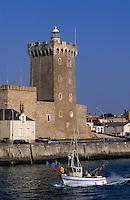 Europe/France/Pays de la Loire/85/Vendée/Les Sables-d'Olonne: Le château de la Chaume, la tour d'Arundel et bateau de pêche sur le port