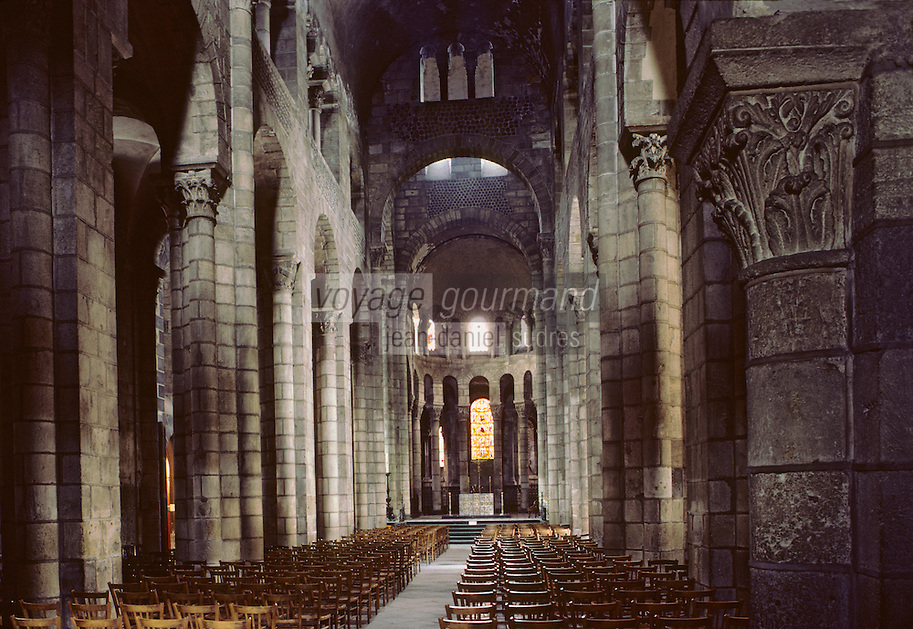 Europe/France/Auverne/63/Puy-de-Dôme/Clermont-Ferrand: La nef de la basilique Notre-Dame-du-Port (Architecture romane)