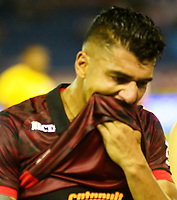 BARRANQUILLA-COLOMBIA, 18-08-2019: Jefferson Duque de Independiente Santa Fe, se lamenta al perder partido con Independiente Santa Fe, durante partido entre Atlético Junior y el Independiente Santa Fe, de la fecha 6 por la Liga Águila II 2019, jugado en el estadio Metropolitano Roberto Meléndez de la ciudad de Barranquilla. / Jefferson Duque of Independiente Santa Fe, react after lose a match with Independiente Santa Fe, during a match between Atletico Junior and Independiente Santa Fe, of the 6th date for the Aguila Leguaje II 2019 played at the Metropolitano Roberto Melendez Stadium in Barranquilla city, Photo: VizzorImage / Alfonso Cervantes / Cont.