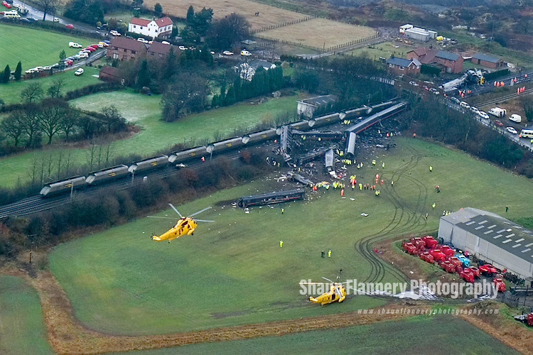Pix: Shaun Flannery/www.shaunflanneryphotography.com..COPYRIGHT PICTURE>>SHAUN FLANNERY>01302-570814>>07778315553>>..28th February 2001.........Rail crash at Great Heck nr. Selby. Ten people killed after a Land Rover driven by Gary Hart crashed on to the East Coast Mainline de-railing a goods and high speed train.