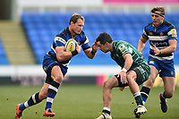 Jack Wilson of Bath Rugby in possession. Aviva Premiership match, between London Irish and Bath Rugby on November 19, 2017 at the Madejski Stadium in Reading, England. Photo by: Patrick Khachfe / Onside Images