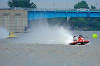 Tim Seebold (#16) leads Terry Rinker (#10)     (Formula 1/F1/Champ class)