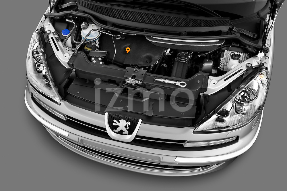 High angle engine detail of a 2011 Peugeot 807 SV Executive Minivan Stock Photo