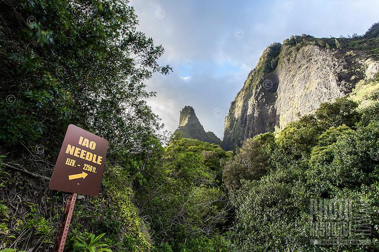 Sign with arrow pointing to Iao Needle, Iao Valley State Park, Wailuku, Maui