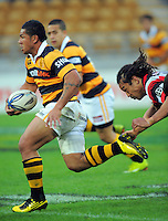 Tana Umaga chases Taranaki winger David Smith. ITM Cup rugby match - Taranaki v Counties-Manukau Steelers at Yarrow Stadium, New Plymouth, New Zealand on Sunday 12 September 2010. Photo: Dave Lintott/lintottphoto.co.nz.