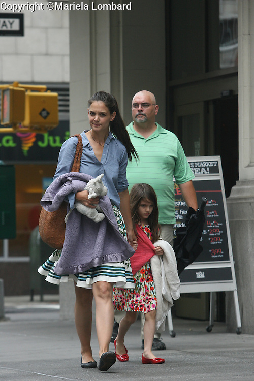 Katie Holmes and her daughter, Suri buying groceries at Whole Foods on July 4, 2012..Photography by Mariela Lombard.