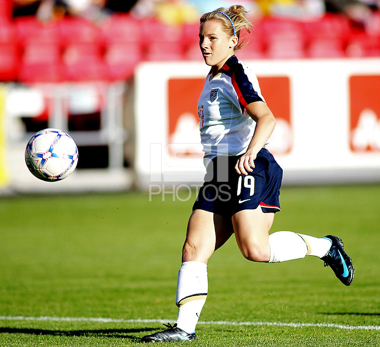 Amy Rodriguez dribbles the ball. USA 4,  Norway 0, Fredrikstad Stadium, July 2, 2008.