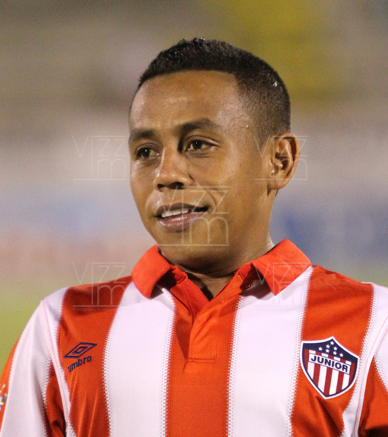 NEIVA -COLOMBIA-25-01-2014. Vladimir Hernandez  jugador del Atletico Junior antes de su encuentro contra el Atletico Huila   durante partido por la fecha 1 de la Liga Postobón I 2014 jugado en el estadio Guillermo Plazas Alcid   de la ciudad de Neiva./  Vladimir Hernandez  player  of Atletico Junior  before  game between Atletico Huila and  Atletico Junior during match  1 League Postobón 2014 I played in Guillermp Plazas Alcid  Stadium city of Neiva. Photo: VizzorImage / Felipe Caicedo / Staff
