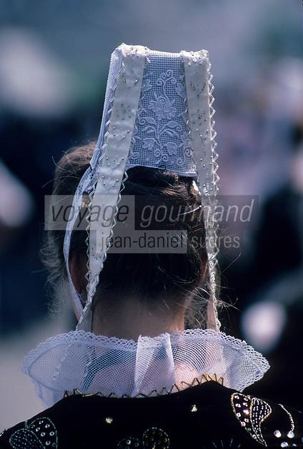 Europe/France/Bretagne/29/Finistère/Quimper : Fête des Cornouailles - Détail coiffe bretonne
