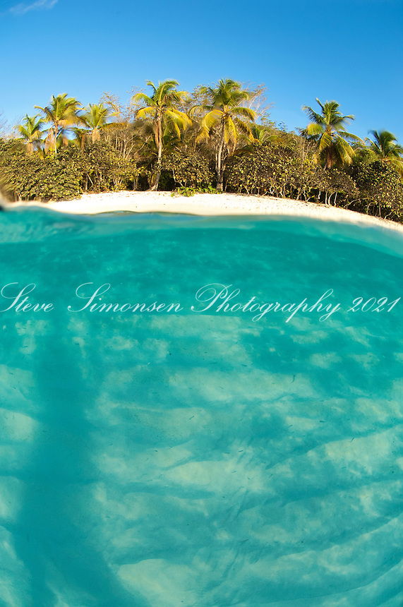Split level image at Honeymoon Beach<br />