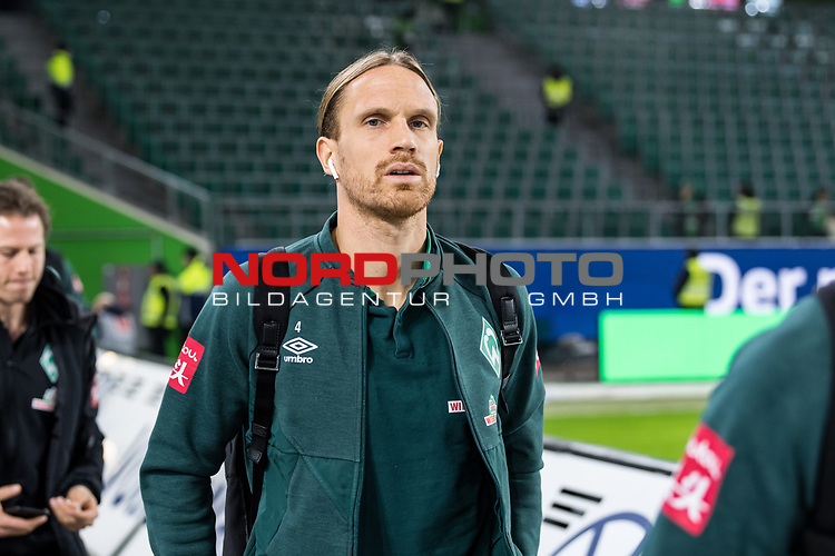 01.12.2019, Volkswagen Arena, Wolfsburg, GER, 1.FBL, VfL Wolfsburg vs SV Werder Bremen<br /> <br /> DFL REGULATIONS PROHIBIT ANY USE OF PHOTOGRAPHS AS IMAGE SEQUENCES AND/OR QUASI-VIDEO.<br /> <br /> im Bild / picture shows<br /> Michael Lang (Werder Bremen #04)<br /> bei Ankunft im Stadion, <br /> <br /> Foto © nordphoto / Ewert