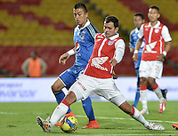 BOGOTÁ -COLOMBIA, 13-09-2014. Jose J de la Cuesta (Der) jugador de Independiente Santa Fe disputa el balón con Fernando Uribe (Izq) jugador de Millonarios durante partido por la fecha 9 de la Liga Postobón  II 2014 jugado en el estadio Nemesio Camacho el Campín de la ciudad de Bogotá./ Jose J de la Cuesta (R) player of Independiente Santa Fe fights for the ball with Fernando Uribe (L) player of Millonarios during the match for the 9th date of Postobon League I 2014 played at Nemesio Camacho El Campin stadium in Bogotá city. Photo: VizzorImage/ Gabriel Aponte / Staff