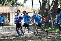 SÃO PAULO, 30 de JUNHO, 2012 - VIRADA ESPORTIVA - Tai Chi Chuan/Karatê/Judô/Futebol de Campo, são algumas das atividades no Clube Escola Raul Tabajara, Barra Funda(Subprefeitura Sé)realizadas na manhã de sábado, 30 - Crianças carentes participam do Festival de Futebol  de Campo, promovido pela Virada Esportiva 2012, um final de semana ininterrupto de atividades esportivas por toda a capital. FOTO  LOLA OLIVEIRA - BRAZIL PHOTO PRESS
