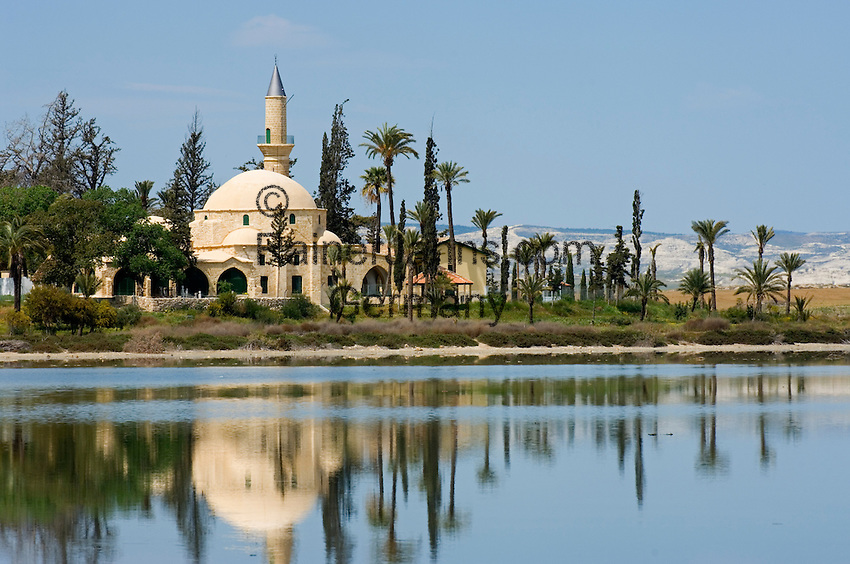 CYPRUS, Larnaca: Hala Sultan Tekkesi mosque at salt lake<br />